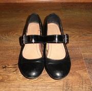 Продам кожаные туфли на девочку 36р.
