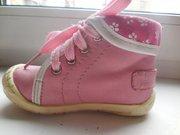 Продам весенние ботиночки для девочки